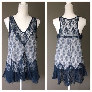 Free People blue & white top sz M